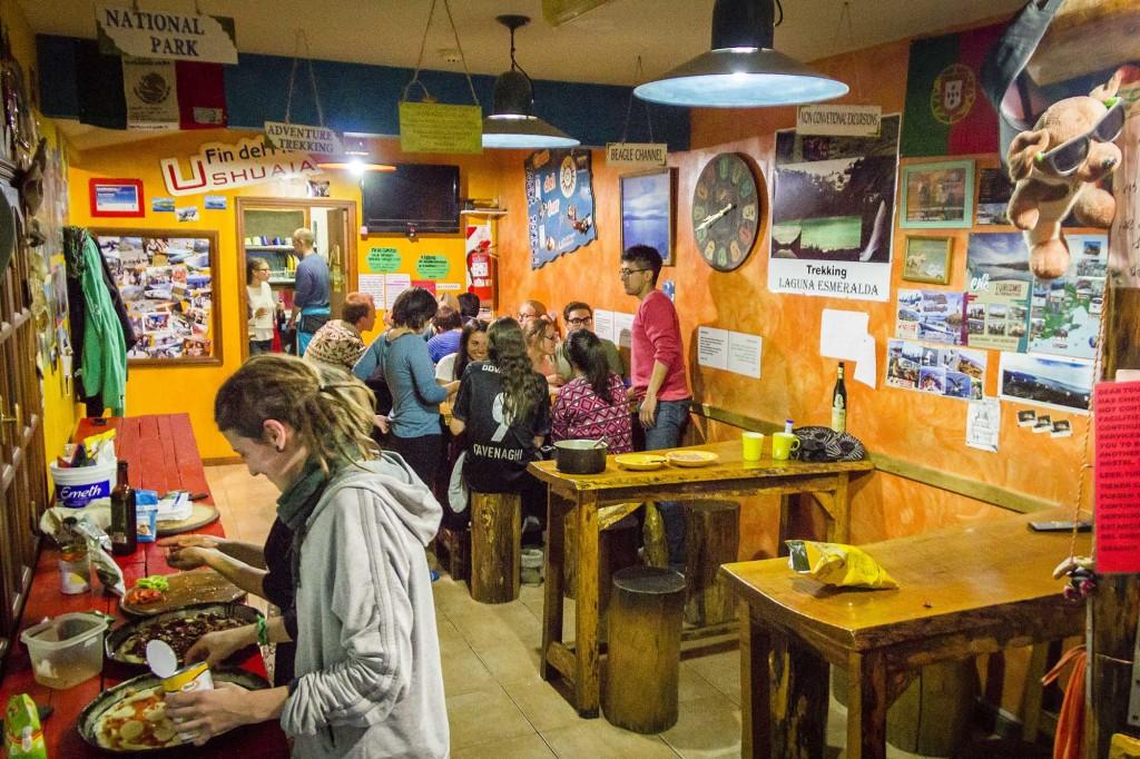 Ushuaia - Hostel Cruz del Sur - Entrada e sala de jantar