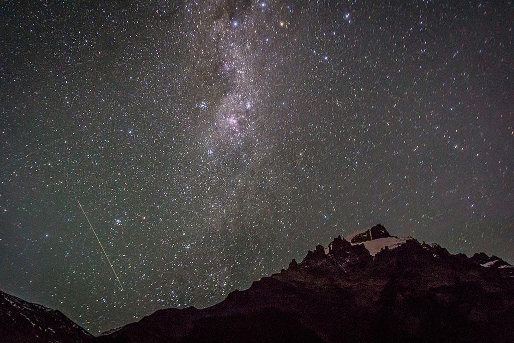 El Chaltén - Laguna Torre - Vista para as montanhas e o céu estrelado