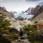 El Chaltén - Trilha para Laguna e Glaciar Piedras Blancas - Bruna e o glaciar ao fundo