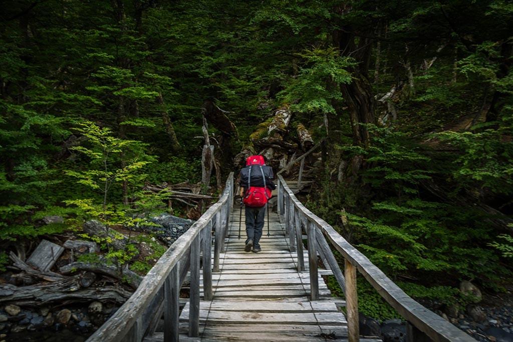 Torres del Paine - Trilha Dickson para Perros- Passagem pela ponte