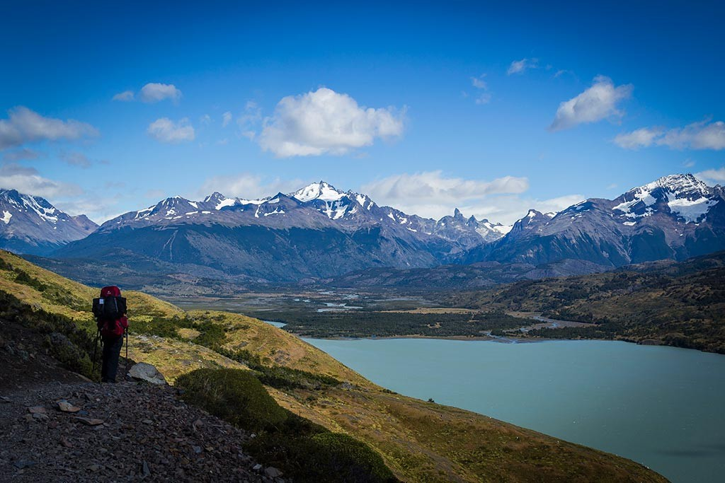 Torres del Paine - Trilha Serón para Dickson - Rio Paine e montes ao fundo