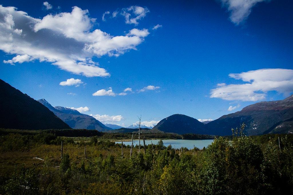 Carretera Austral - Caminho para Caleta Tortel - Lago e montanhas