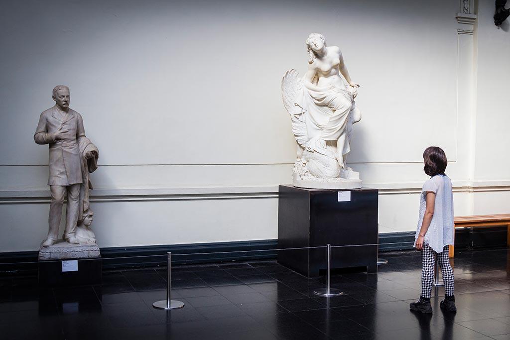 Santiago - Estátuas no Museu de Belas Artes