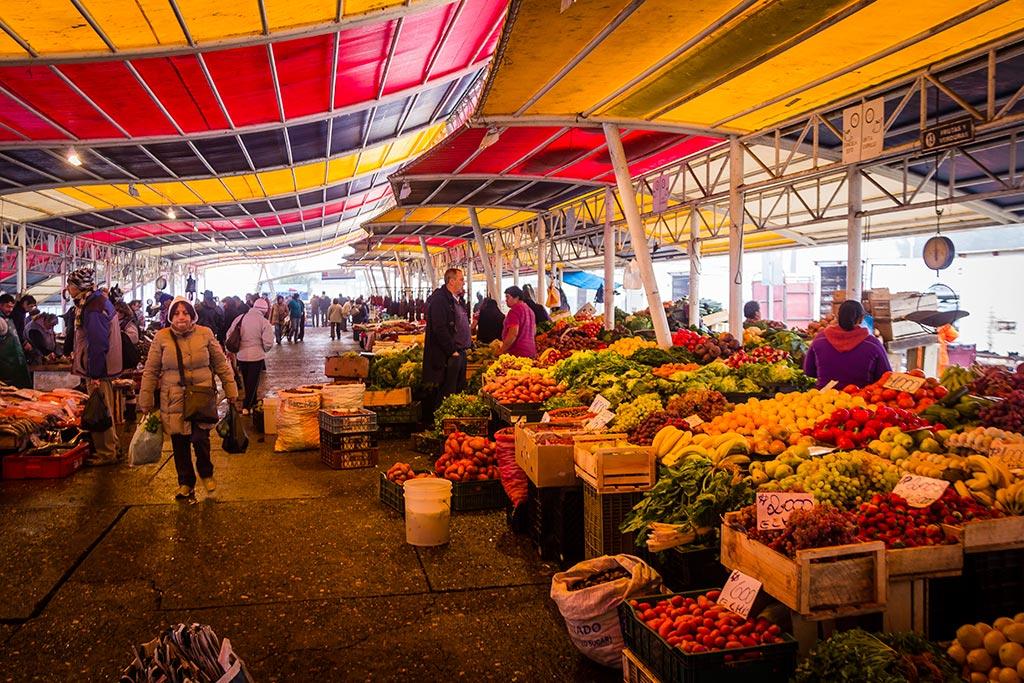 Valdivia - Feira Fluvial - Variedade de vegetais e peixes
