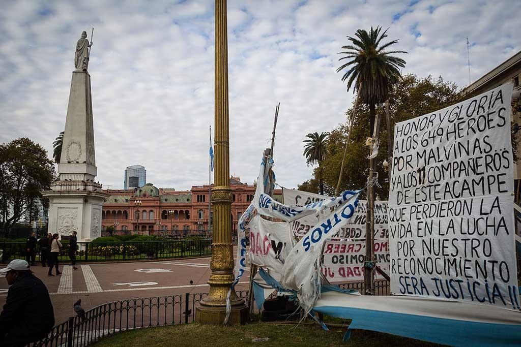 Buenos Aires - Praça 25 de maio - Casa rosada e os protestos