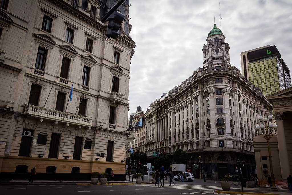 Buenos Aires - Praça 25 de maio - Prédios históricos 02