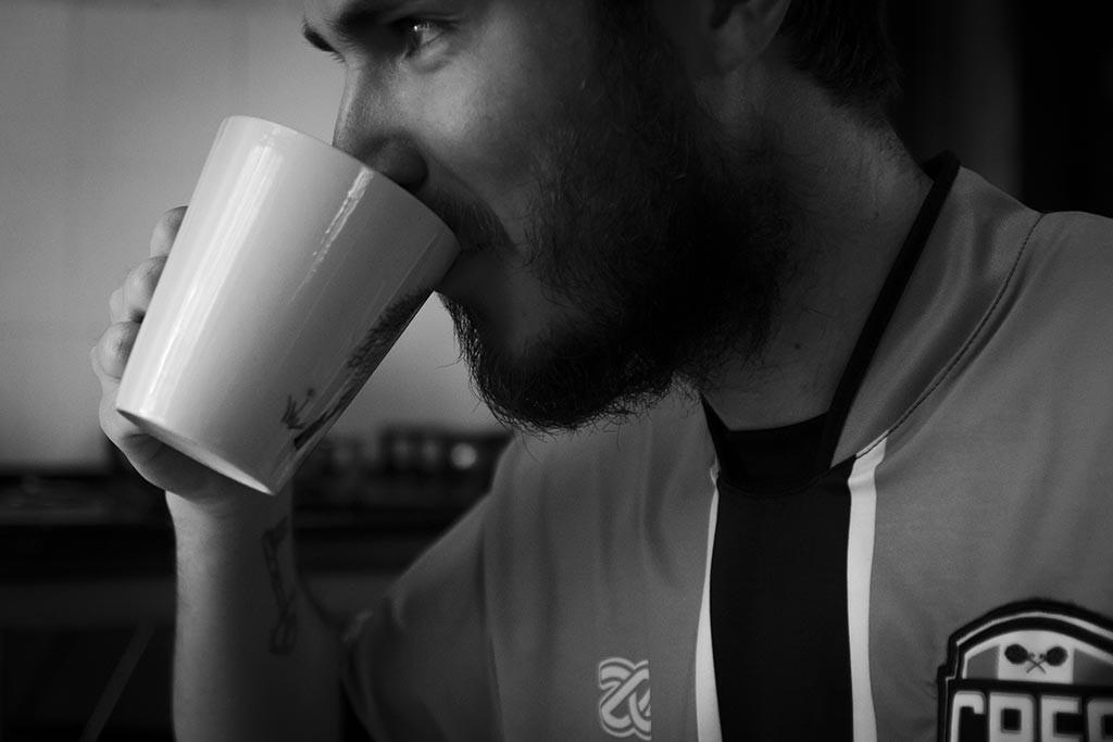 Jaraguá do Sul - Casa do Léo e do Rapha - Diego tomando café
