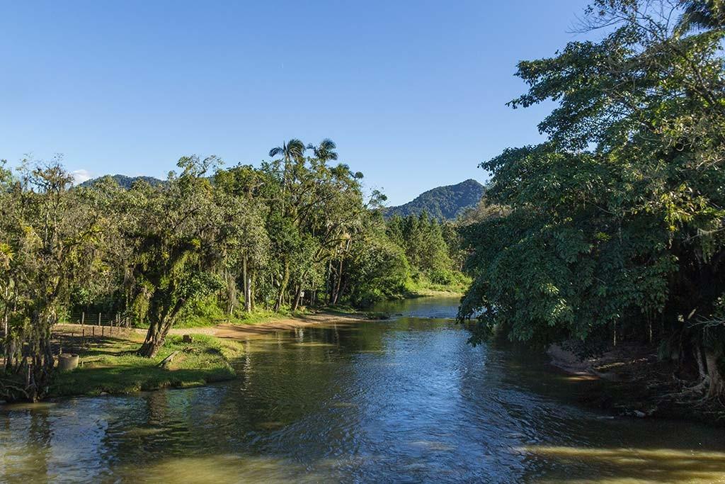 Pedal e Trekking Morro Pelado - Schroeder - Rio cruzando a principal estrada do município