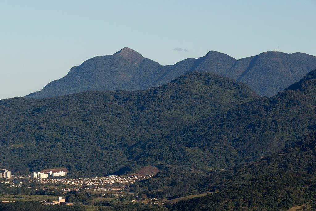 Pedal e Trekking Morro Pelado - Schroeder - Vista para os três picos de Jaraguá e nosso apartamento