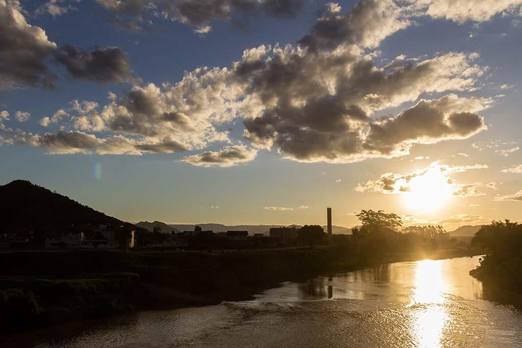 Pedal de Treino - Jaraguá do Sul - Subida Morro das Antenas - Passando pelo rio no trajeto