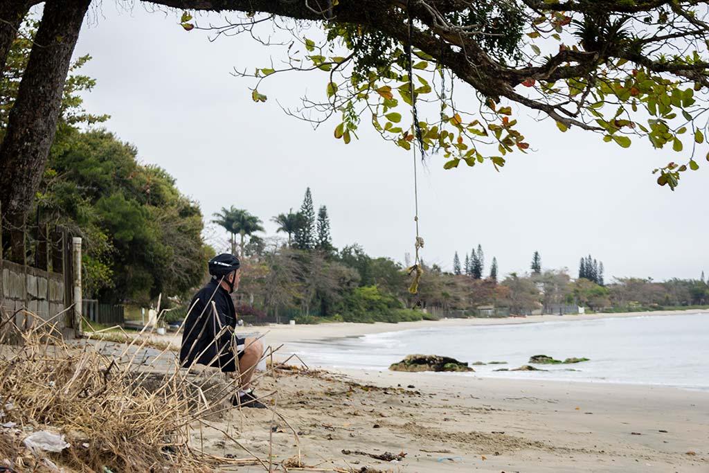 Cicloturismo litoral norte de SC - Dia 1 - Meu pai na Praia de Armação