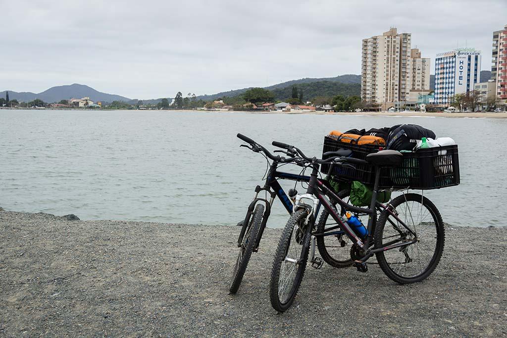 Cicloturismo litoral norte de SC - Dia 1 - Molhe em Piçarras