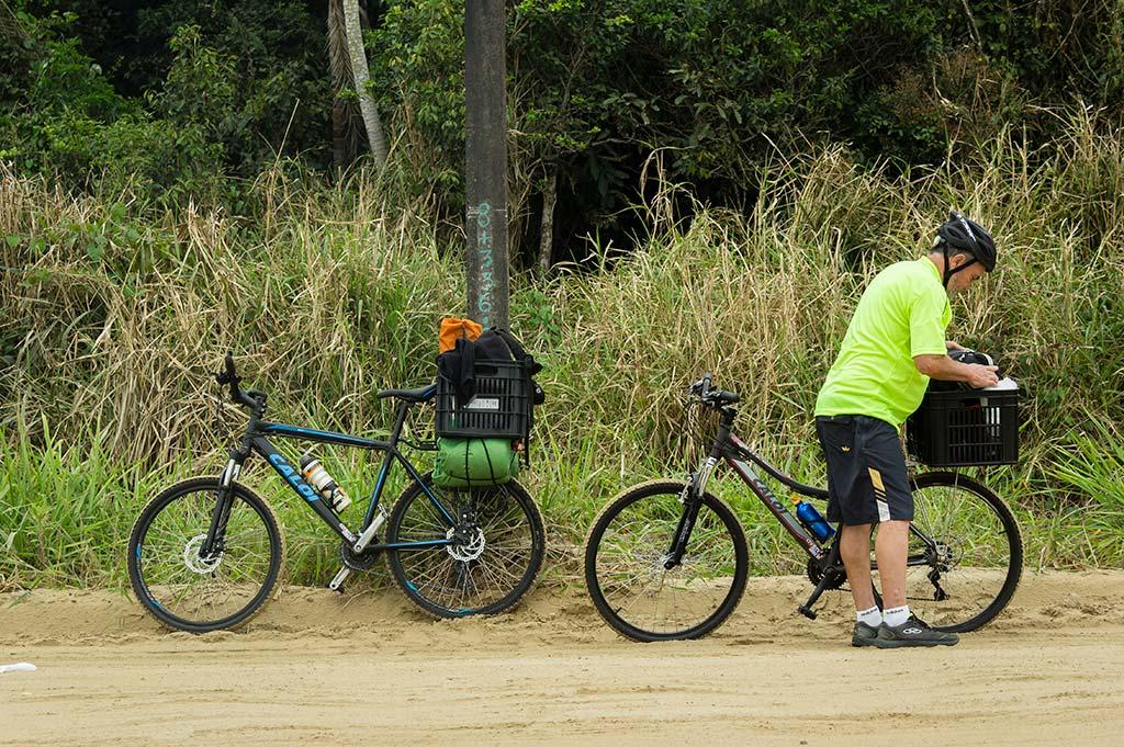 Cicloturismo litoral norte de SC - Dia 1 - Parada pra descansar