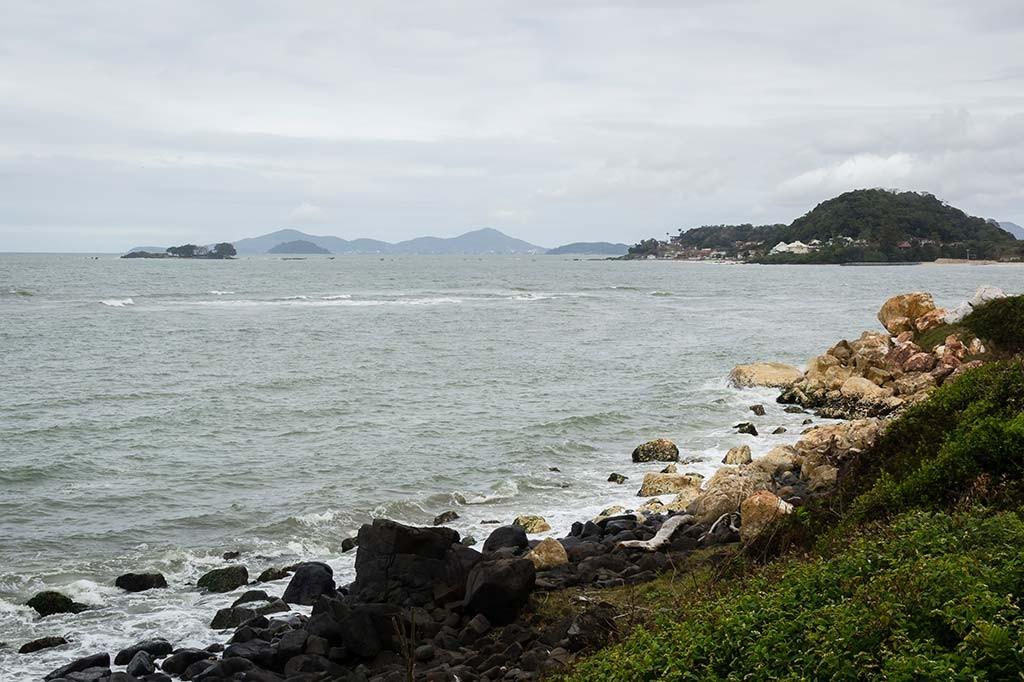 Cicloturismo litoral norte de SC - Dia 2 - Barra Velha - Pedras brancas e negras