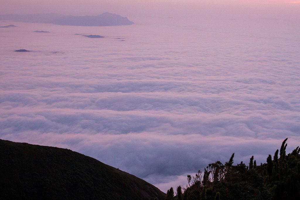 Mar de nuvens - Sol nascendo - Cume Pico Paraná