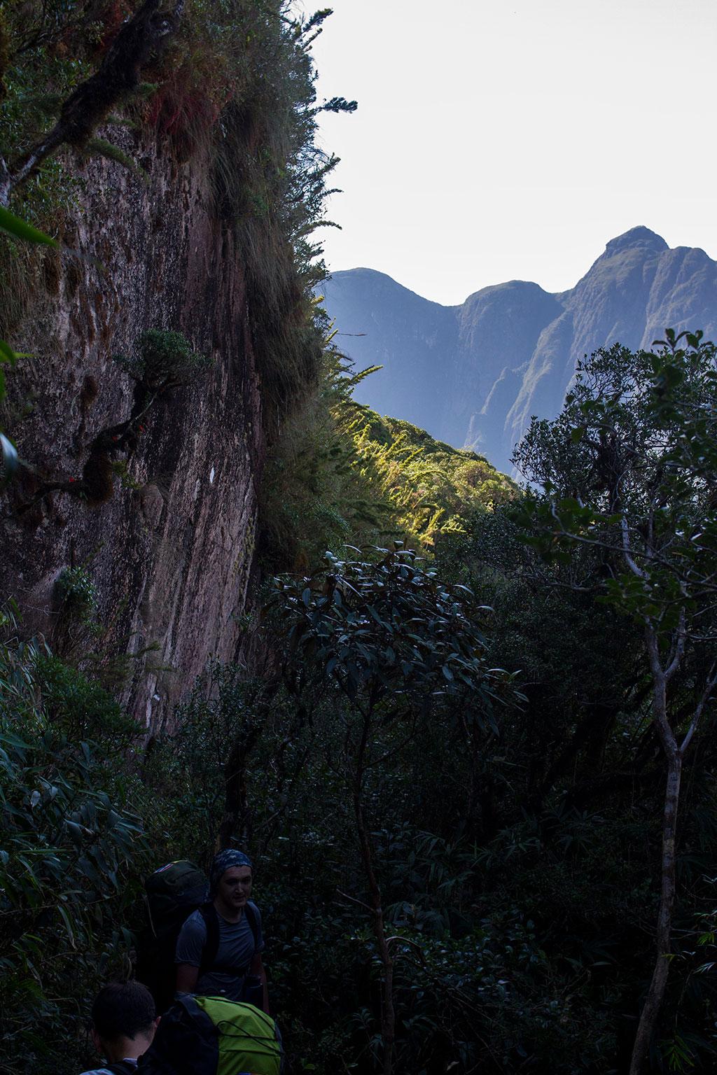 Paredão - Trilha Pico Paraná