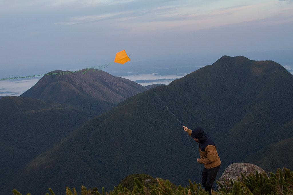 Soltando pipa no cume - Pico Paraná
